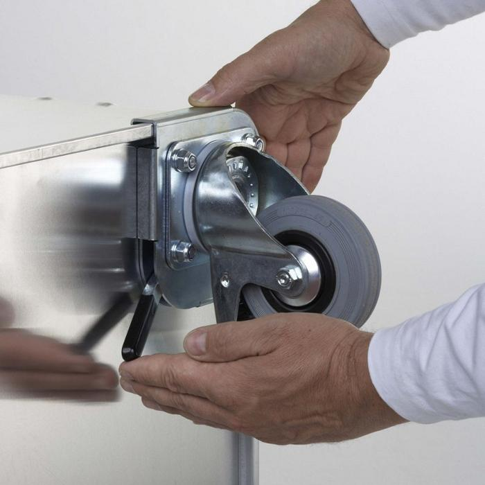 ZARGES_K470-40841_CLIP-ON_CASTERS_INSTALLED