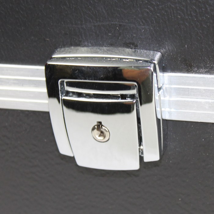 BEL-AIR_CHROME_LATCH_OPTION
